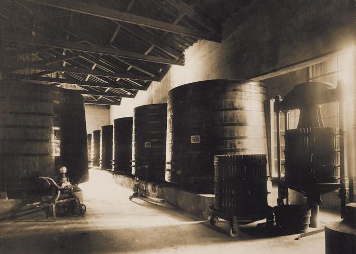 Locale vinificazione inizi 900